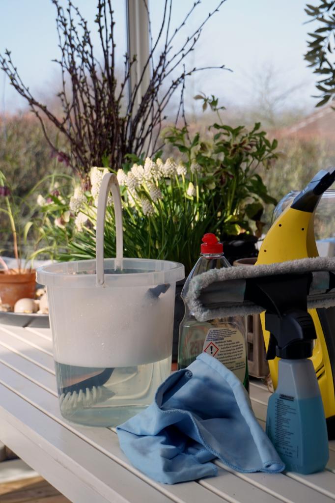 3 vinkkiä lasiterassin siivoamiseen
